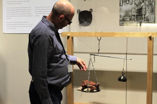 Archeologisch museum Velzeke - binnen - collectie - 017 gewikt en gewogen 2