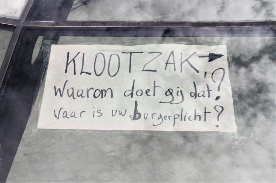 KLOOTZAK - Zottegem markt - koepel - boodschap aan taggers - IMG_5337