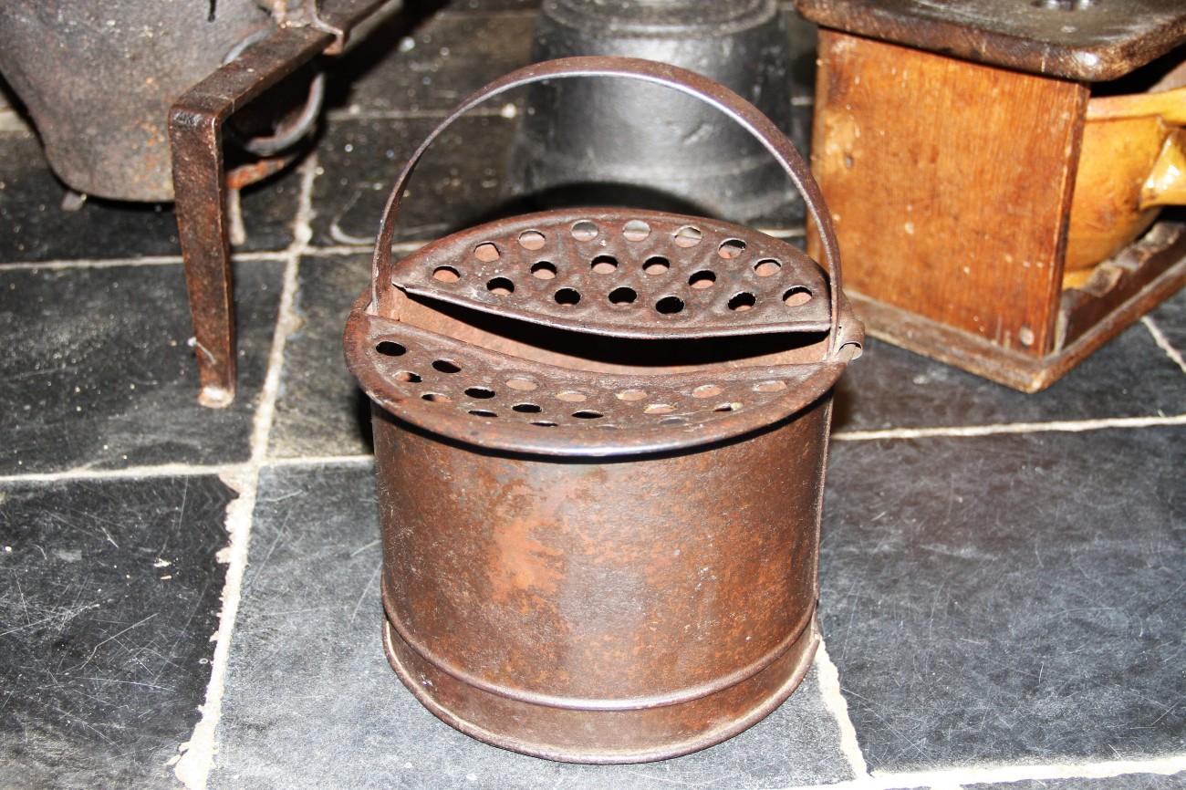 Beiaard - lollepotje - kloostermuseum tongeren - hete kolen in potje onder habijt - IMG_6797.jpg